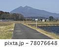 霞ヶ浦沿いのつくば霞ヶ浦りんりんロードから望む筑波山 78076648
