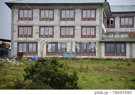 ネパールのエベレスト街道のタンボチェのロッジ 78095080