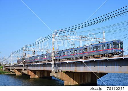 京成本線中川橋梁を渡る3500形電車 78110255