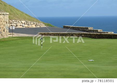 アメリカのゴルフ場のパッティンググリーン 78118501