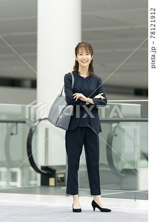 笑顔のビジネスウーマン  ポートレート 78121912