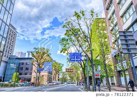 横浜の都市風景 大桟橋通り 78122371