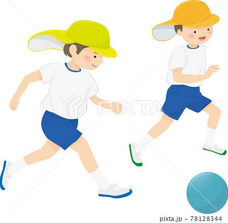 サッカーをする園児2人 78128344