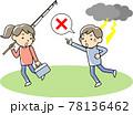 釣り竿を持つ人に落雷の危険を知らせる男性 78136462