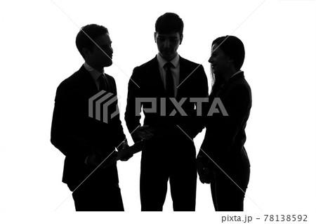 ミーティングするビジネスグループのシルエット 78138592