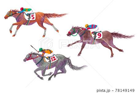 競馬場を駆け抜ける3頭の競走馬トップ争い 78149149