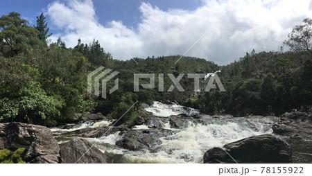 【ニューカレドニア】北部の大きな滝 78155922