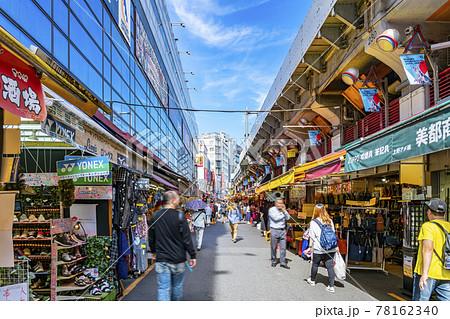 【東京都】たくさんの人で賑わう上野のアメヤ横丁 78162340