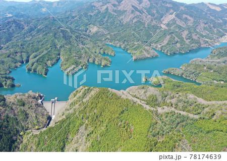 愛媛県久万高原町 面河ダムの風景 78174639