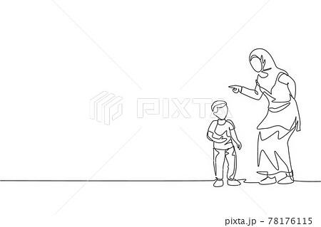 One single line drawing of young Islamic mother talk to her son and reprimand about his attitude vector illustration. Happy Arabian muslim family parenting concept. Modern continuous line draw design 78176115