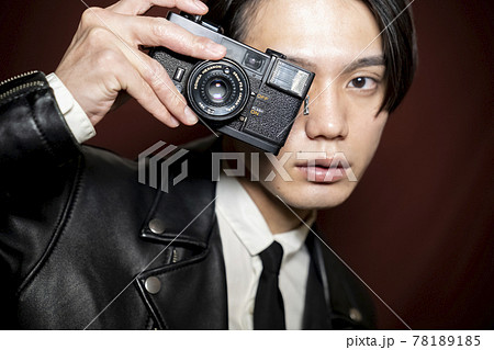 カメラを持つ男性 78189185