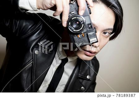 カメラを持つ男性 78189387