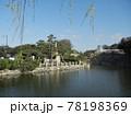 日本のお城:JR明石駅から眺めた明石市明石公園及び明石城の風景 78198369