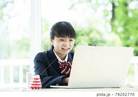 オンライン授業 パソコン 女子中学生 78202770