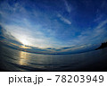 パプアニューギニア、ワリンデイから見える夕陽を魚眼レンズで広さを強調してみました。 78203949