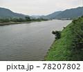 日本の川景色:萩市の落ち着いた市街地と萩橋から眺めた松本川 78207802