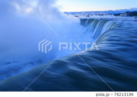 カナダ_夜明けのナイアガラの滝 78213196