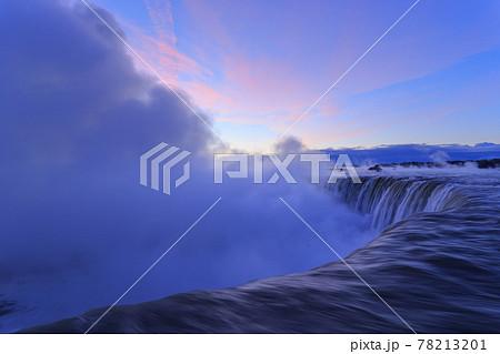 カナダ_夜明けのナイアガラの滝 78213201