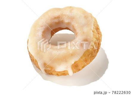 ハニーグレーズドーナツを夏っぽい光と白背景で撮影(切り抜き素材) 78222630