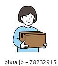 荷物を持つ少女 78232915