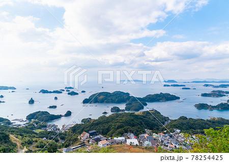 長崎県佐世保市にある九十九島の写真。映画のロケ地。 78254425