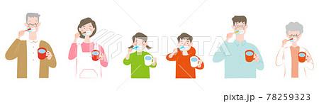 歯磨きをする人たちのセット 78259323