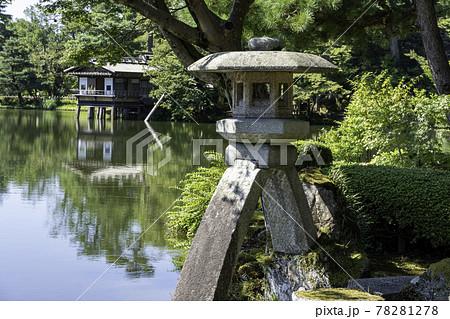 秋の金沢旅行で訪れたい日本三名園の一つ兼六園 78281278