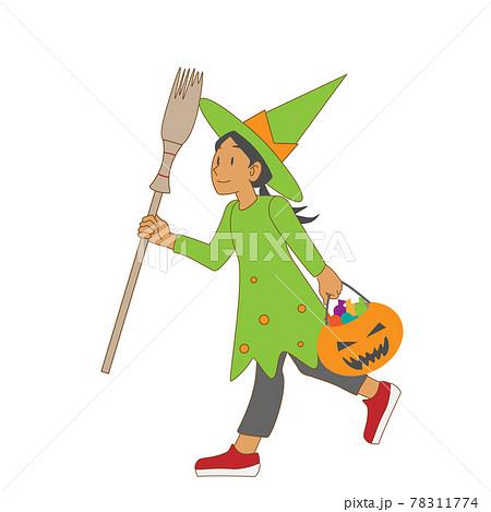 ハロウィンで魔女の仮装をする少女 78311774