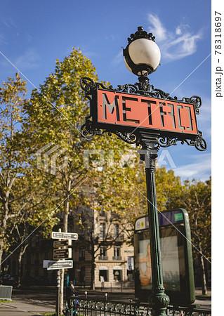 パリ レトロなメトロサイン 78318697