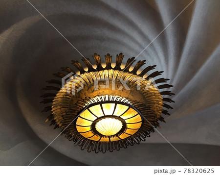 スペインバルセロナのカサバトリョの照明器具 78320625