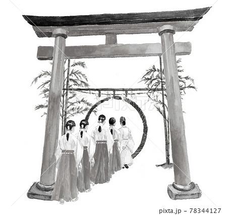 水墨画風水彩:神社の茅の輪をくぐる宮司と巫女たち 茅の輪くぐり 夏越しの大祓え 白バック 78344127