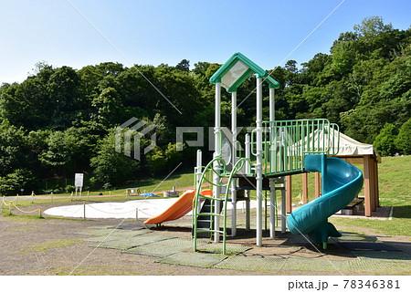 神奈川県中郡二宮町 ラディアン花の丘公園の遊具と新緑 78346381