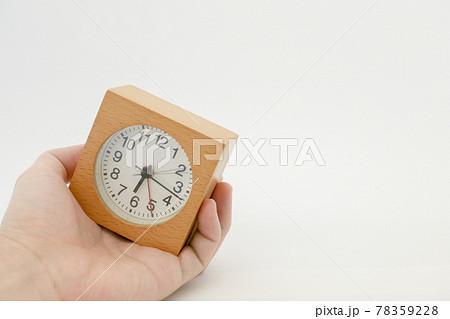 手の中の時計 78359228
