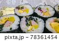 魚肉ソーセージ入り巻きずし 78361454