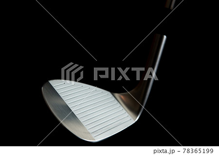 ゴルフクラブ アイアン 黒背景イメージ素材 78365199