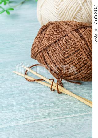 毛糸と編み棒 78380117