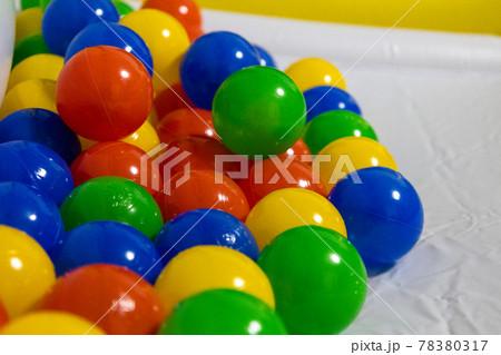 コロナウィルス感染対策で外出できないので買ったボールプールのボール 78380317