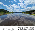 田んぼに映る空の風景 78387135