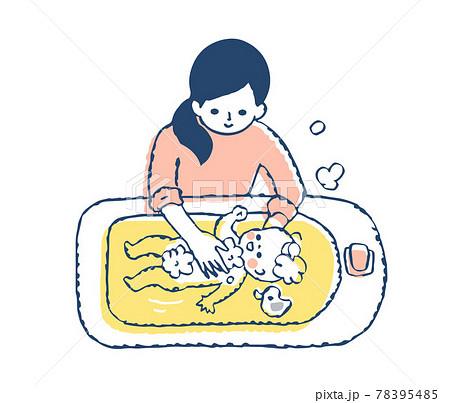 赤ちゃんをお風呂に入れるママ 78395485