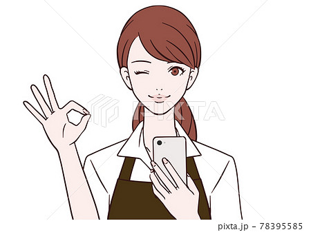 スマートフォンを持ち、OKマークをつくるカフェ店員 78395585