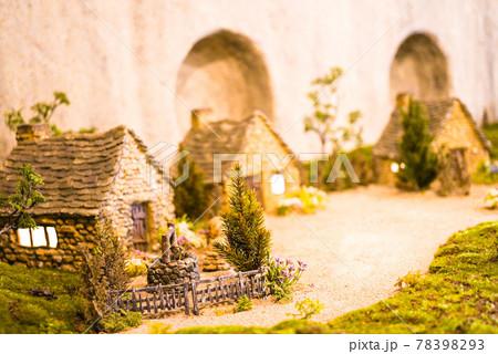 妖精の村 78398293