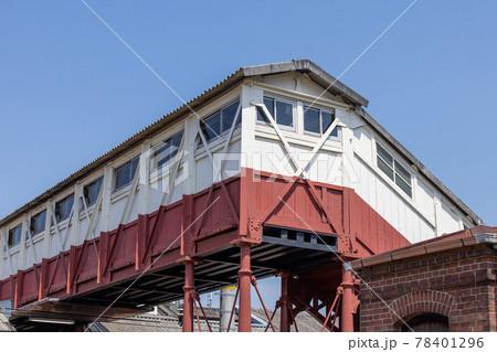 JR半田駅の最古の跨線橋 78401296