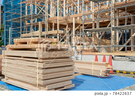 木造二階建て住宅の棟上げ 上棟 78422637