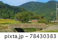 コンクリートの橋がある田舎の風景 78430383