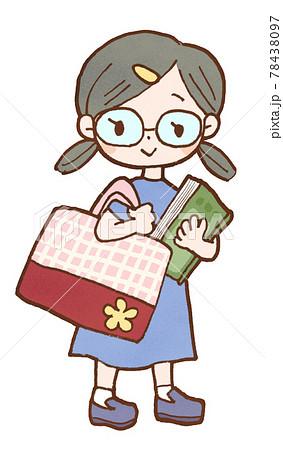 図書館に行くメガネの女の子のイラスト 78438097