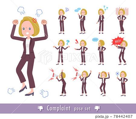 不満を表現している金髪ビジネス女性のセット 78442407