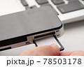 SDカード 手元 78503178
