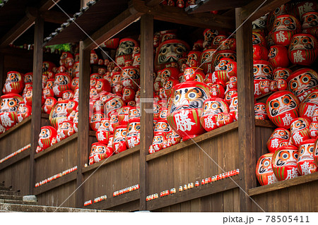 勝尾寺の勝ちダルマ 78505411