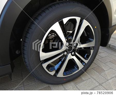車用の新品ホイルとタイヤの写真 78520906