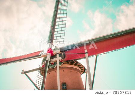 佐倉ふるさと広場 風の力で回る風車リーフデと空 78557815